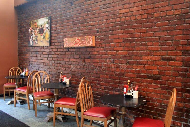 O espaço para refeições interior do restaurante popular, a cerveja salão da cidade, Albany, New York, 2016 foto de stock