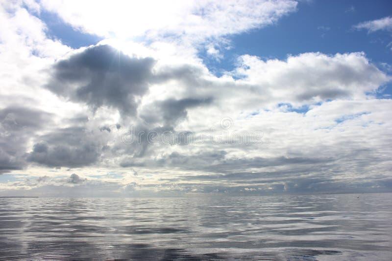 O espelho da natureza: Phillip Bay portuário no inverno imagens de stock
