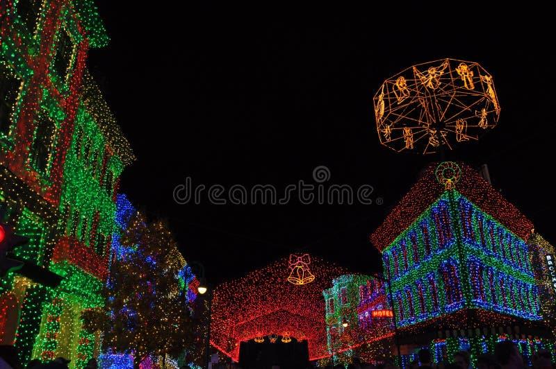 O espetáculo da família de Osborne de luzes da dança em Disney Hollywo foto de stock