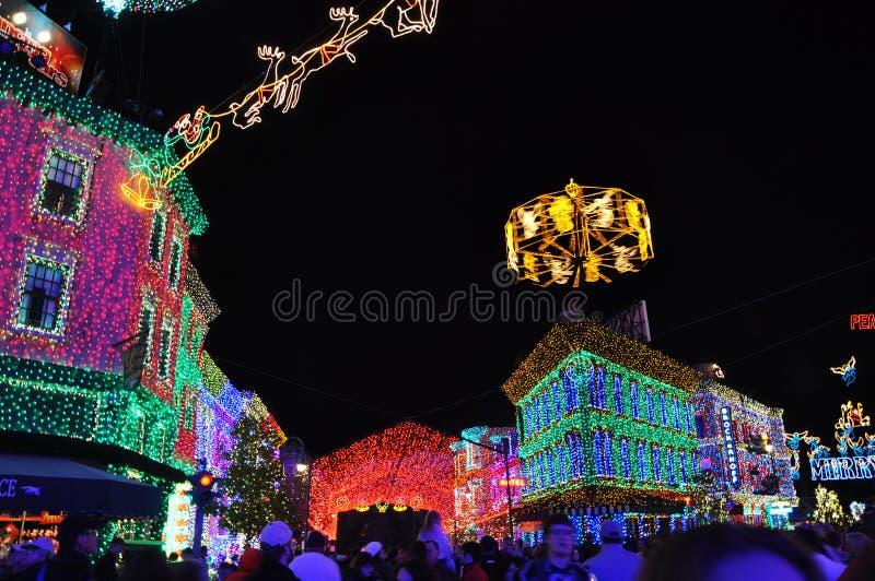 O espetáculo da família de Osborne de luzes da dança em Disney Hollywo fotos de stock
