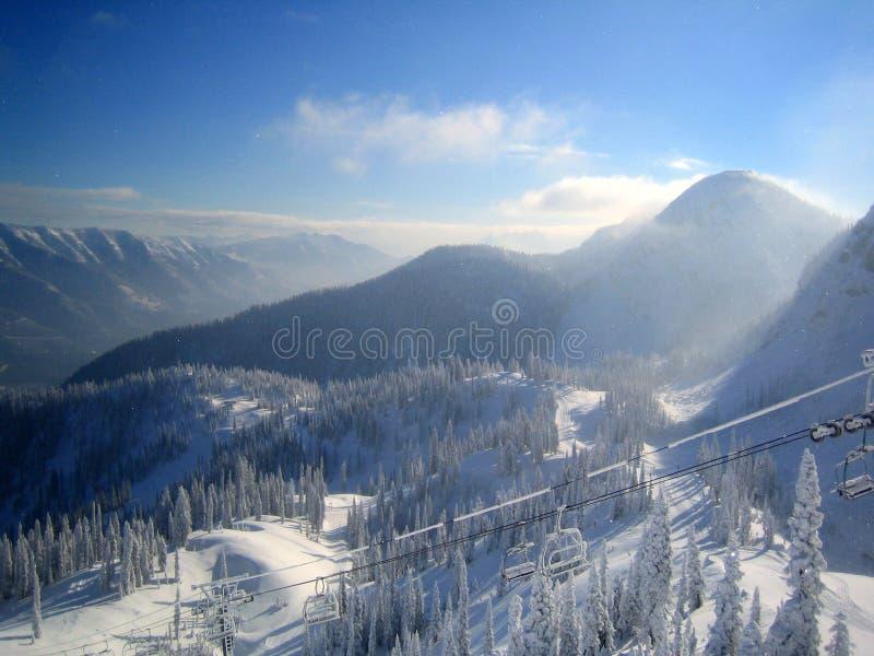 O esqui levanta acima a montanha em Canadá fotos de stock royalty free