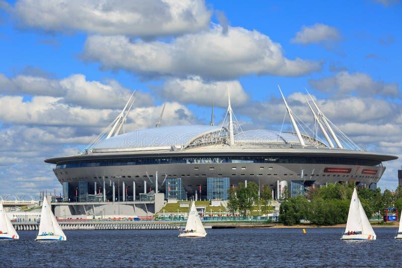 O estádio de Krestovsky, igualmente chamado arena de Zenit Saint Petersbug, Rússia imagens de stock
