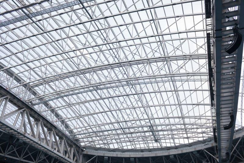 O estádio retrátil do telhado do interior Projeto do metal pesado fotos de stock royalty free