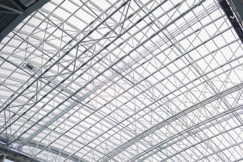 O estádio retrátil do telhado do interior Projeto do metal pesado foto de stock royalty free