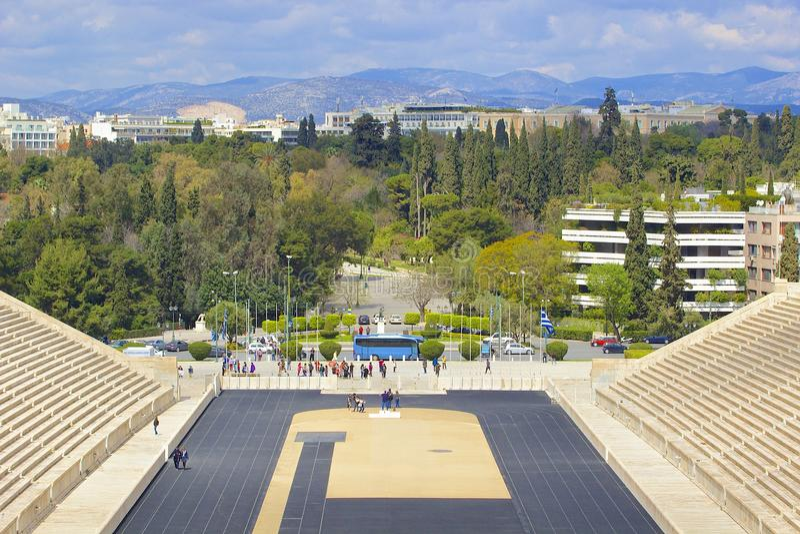O estádio velho de Panathenaic no monte de Arditos em Atenas, Grécia imagem de stock