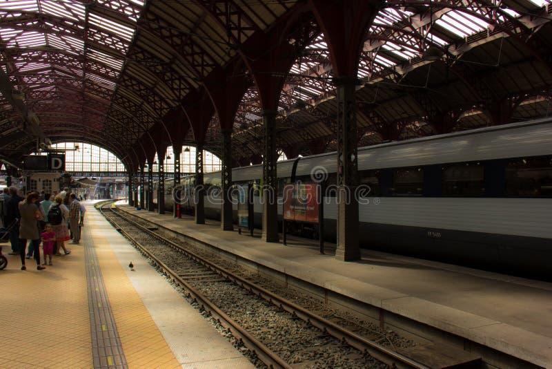 O estação de caminhos de ferro principal em Copenhaga imagem de stock