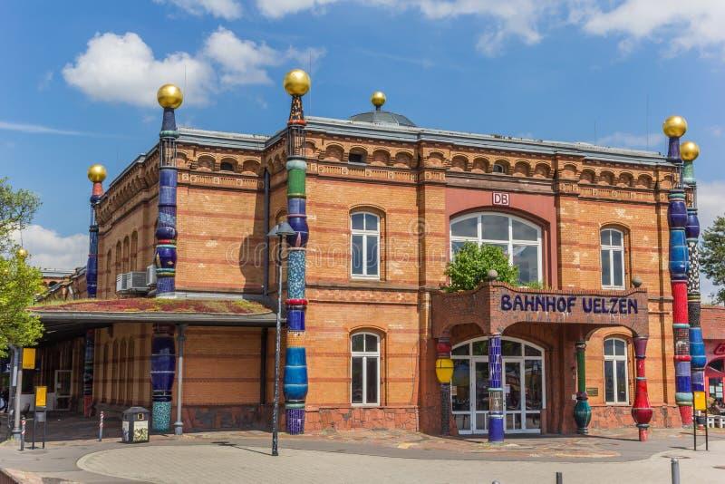 O estação de caminhos-de-ferro de Uelzen projetou pelo arquiteto Hundertwasser fotografia de stock