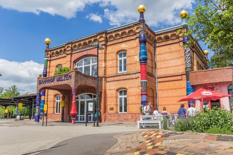 O estação de caminhos-de-ferro de Uelzen projetou pelo arquiteto Hundertwasser imagem de stock royalty free