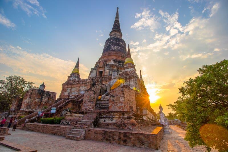 O estado do pagode e da Buda em Wat Yai Chaimongkol, Ayutthaya, imagem de stock royalty free
