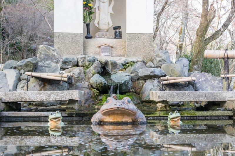 O estatuto da rã em Tenryuji fotos de stock