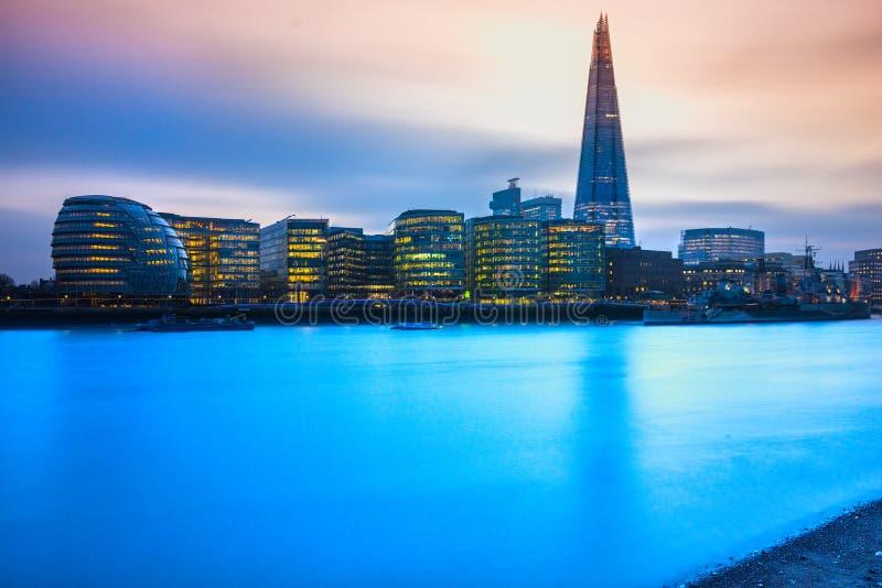 O estilhaço e a câmara municipal, Londres, Reino Unido imagens de stock royalty free