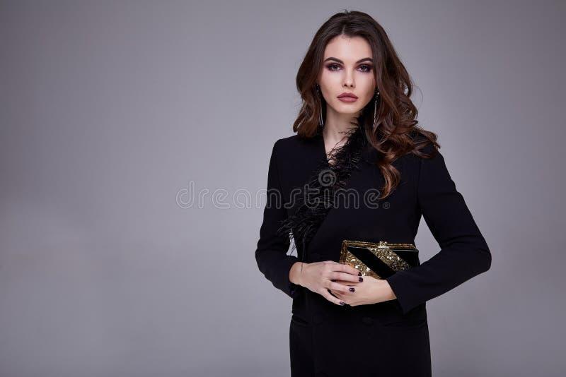 O estilo consideravelmente bonito 'sexy' da forma da mulher do retrato veste o modelo foto de stock royalty free