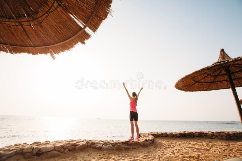 O estilo de vida saudável ostenta o corredor da mulher fotos de stock