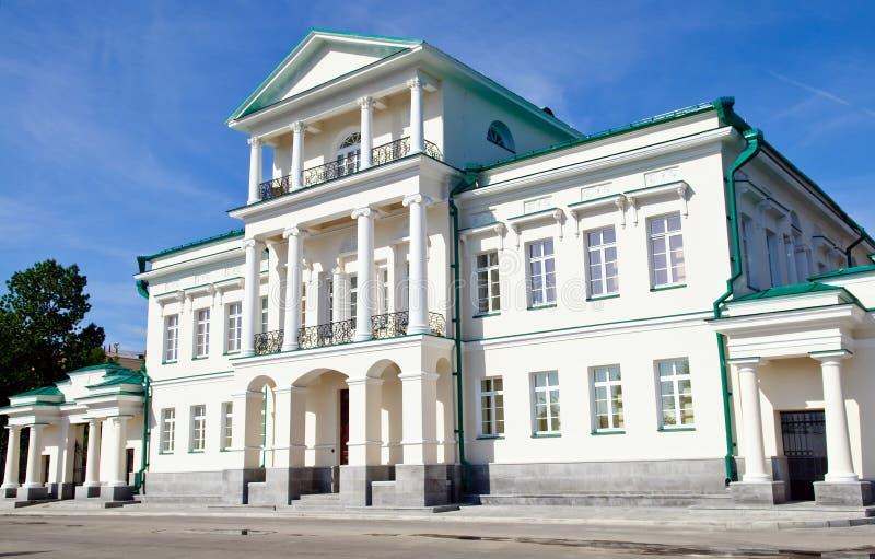 O estilo do Classicism abriga Yekaterinburg imagem de stock royalty free