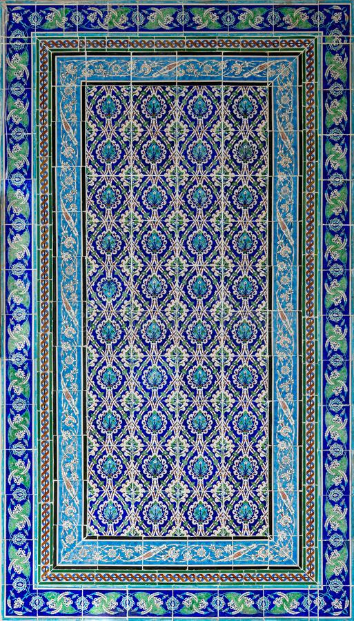 O estilo do otomano vitrificou os azulejos decorados com as ornamentações florais manufaturados em Iznik fotografia de stock royalty free