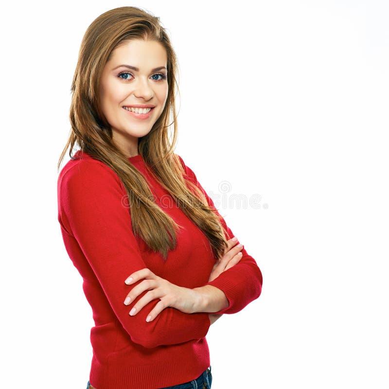 O estilo ocasional novo vestiu-se na mulher vermelha que levanta contra os vagabundos brancos foto de stock