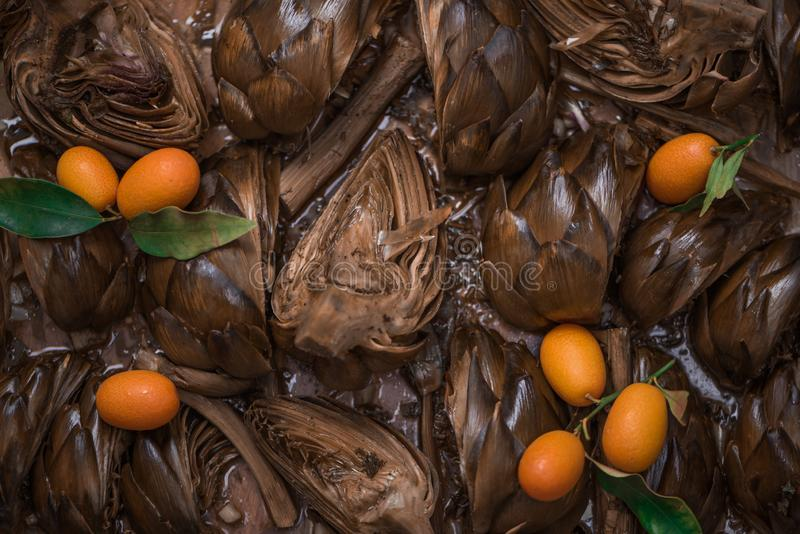 O estilo romano saboroso suportou alcachofras com Kumquat, configuração lisa imagem de stock royalty free