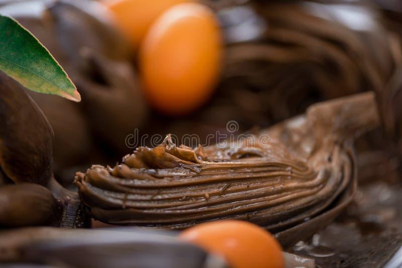 O estilo romano saboroso suportou alcachofras com Kumquat, macro imagem de stock royalty free