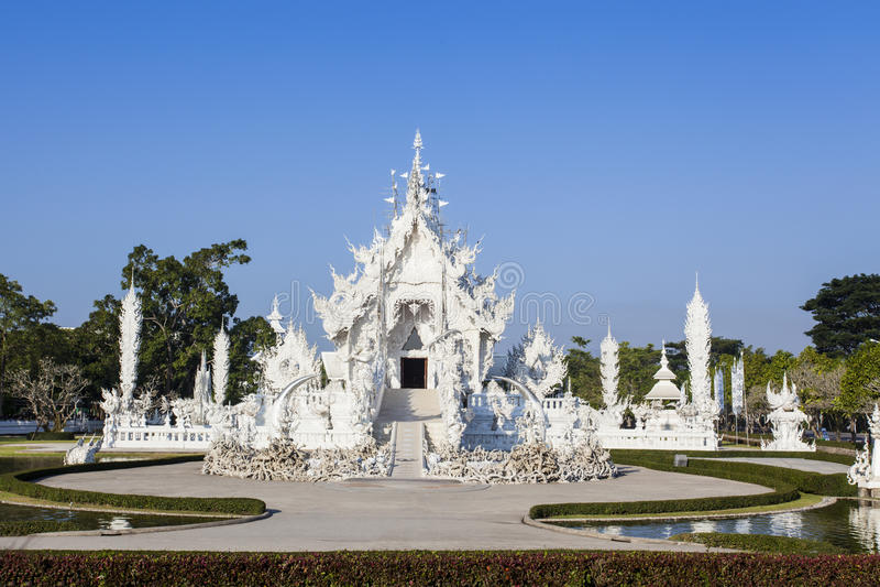 O estilo tailandês do templo branco fotos de stock