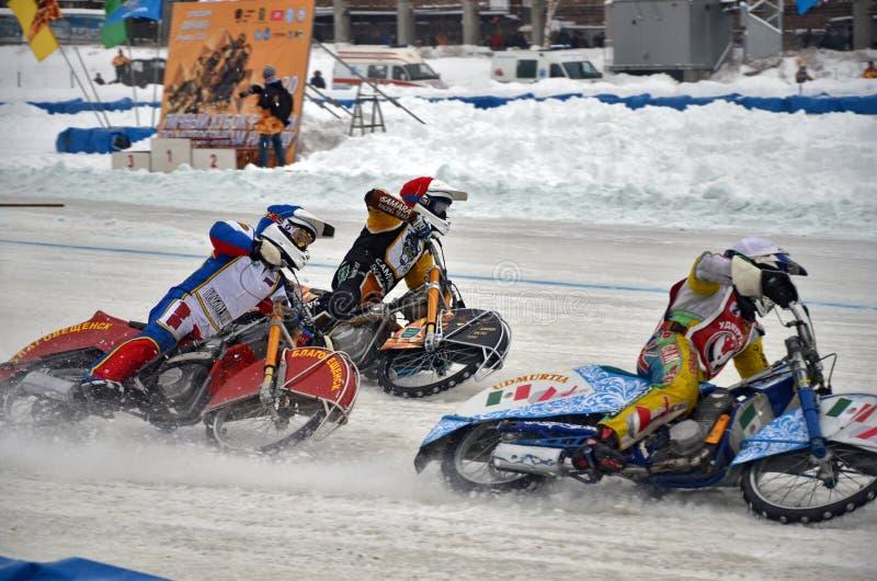 O estrada do gelo de três cavaleiros compete na entrada de canto imagens de stock royalty free