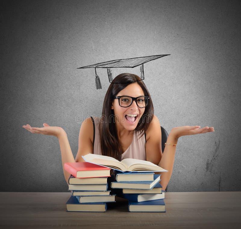 O estudante chega na graduação fotografia de stock royalty free