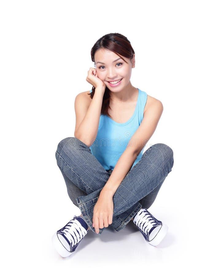 O estudante de mulher feliz senta-se foto de stock royalty free