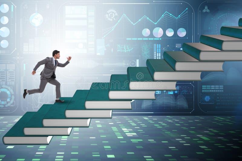 O estudante do homem de negócios que escala a escada da educação registra fotografia de stock