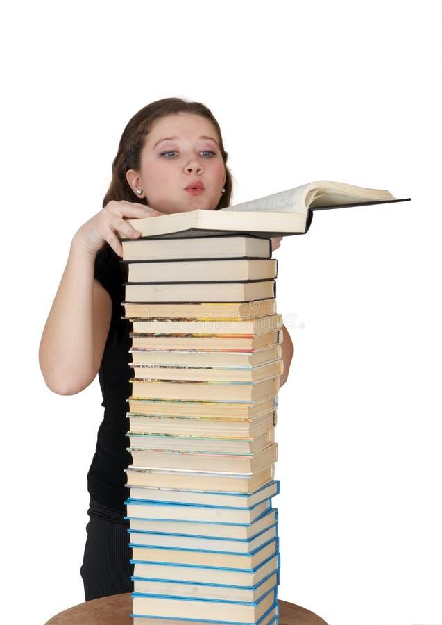 O estudante lê o livro fotos de stock royalty free