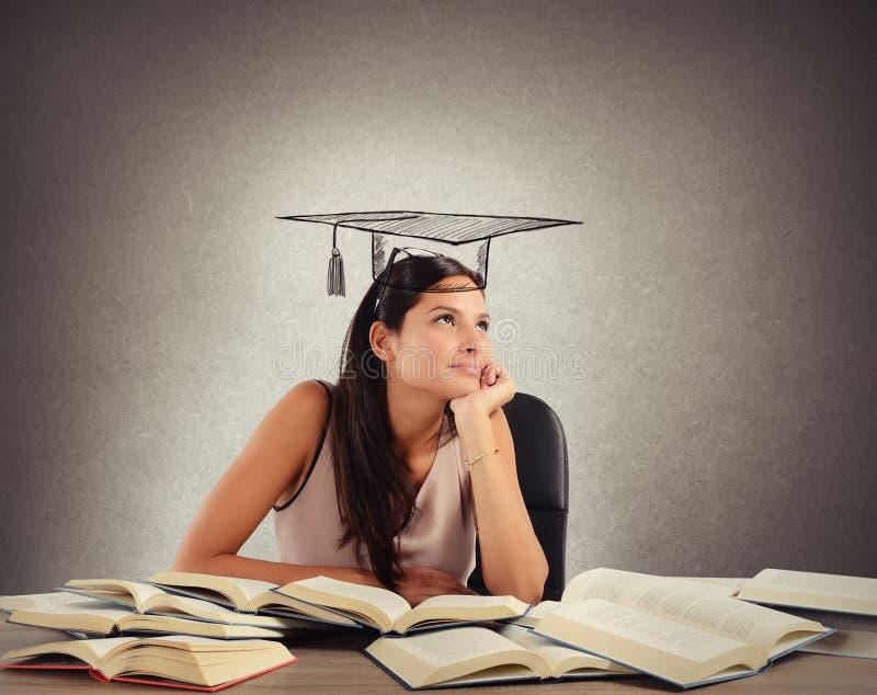 O estudante sonha a graduação fotos de stock