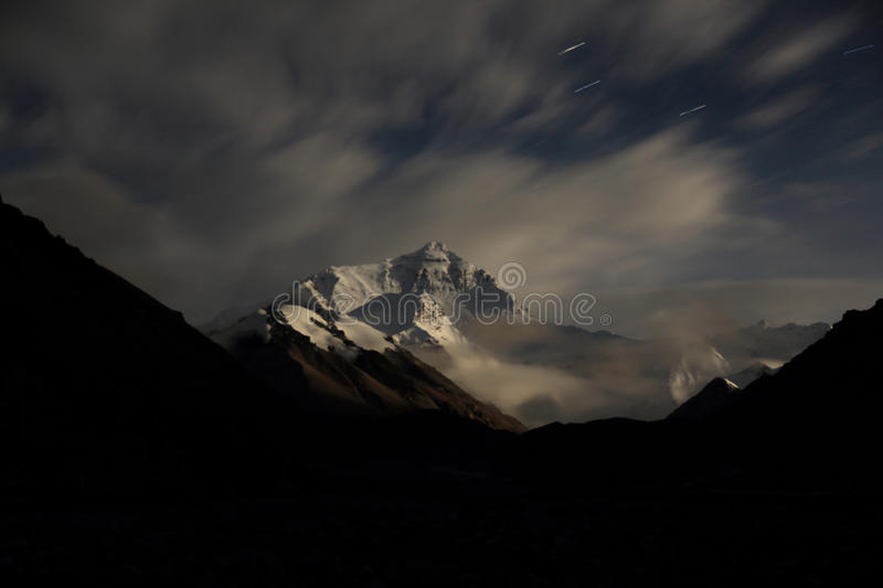 O Everest na noite fotos de stock royalty free