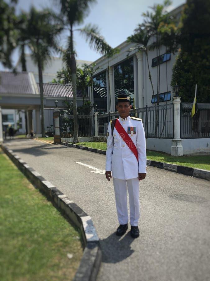 O exército veste-se acima espertamente em um evento Dando boas-vindas a Sultan Perak fotografia de stock