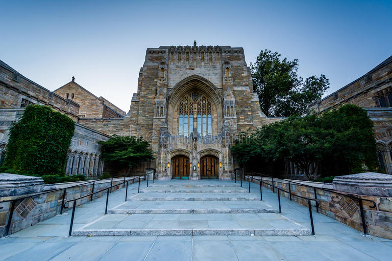 O exterior de Sterling Memorial Library, em Yale Universit imagem de stock