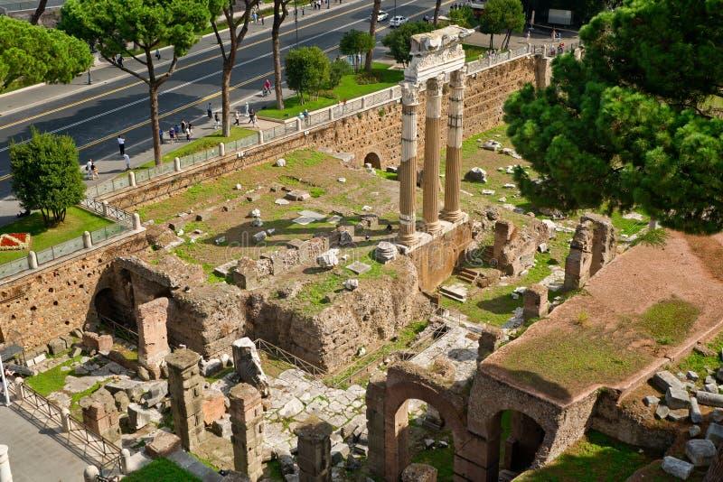 O fórum de Julius Caesar em Roma fotografia de stock royalty free