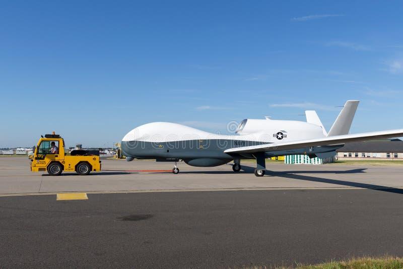 O falcão global de Northrop Grumman RQ-4 da marinha de Estados Unidos desvirilizou aviões de fiscalização fotografia de stock royalty free