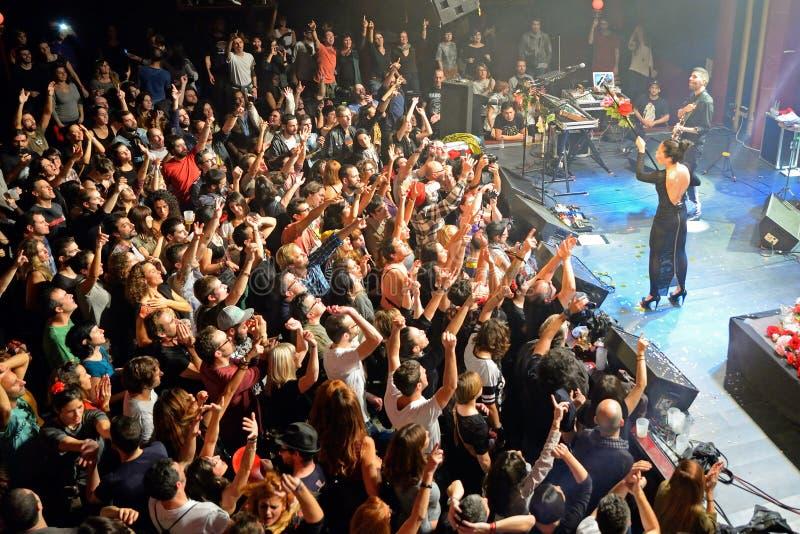 O fandango do combustível (faixa eletrônica, do funk, da fusão e do flamenco) executa em Apolo (o local de encontro) foto de stock