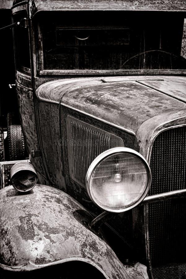 O farol antigo bateu sobre acima velho pegara o caminhão fotos de stock