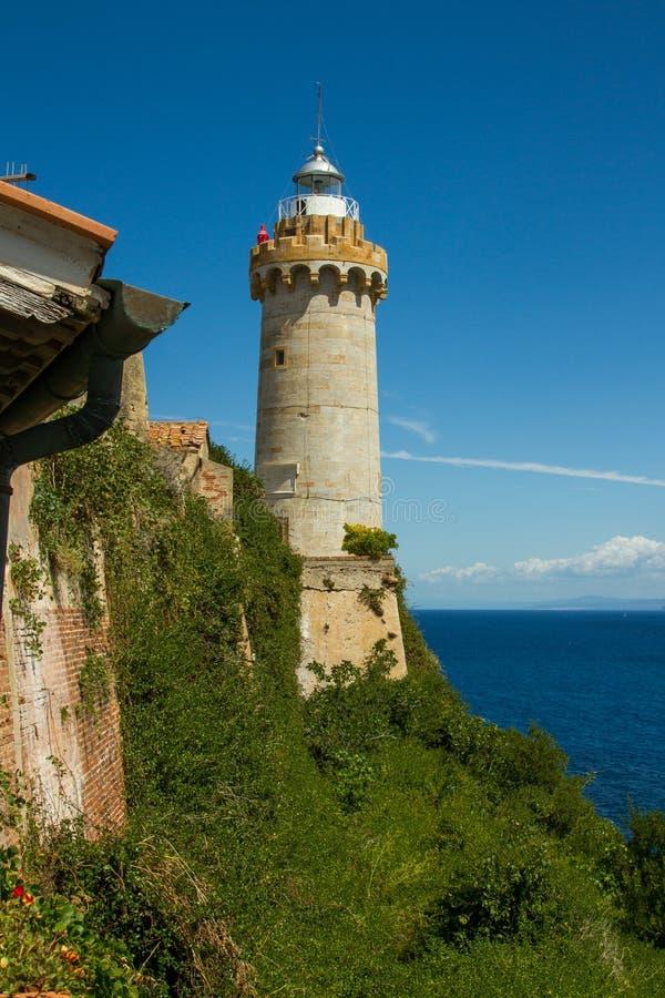 O farol no porto de Portoferraio, a Ilha de Elba imagens de stock royalty free