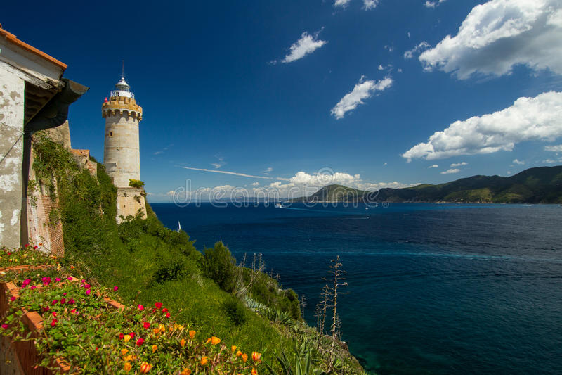 O farol no porto de Portoferraio, a Ilha de Elba foto de stock royalty free