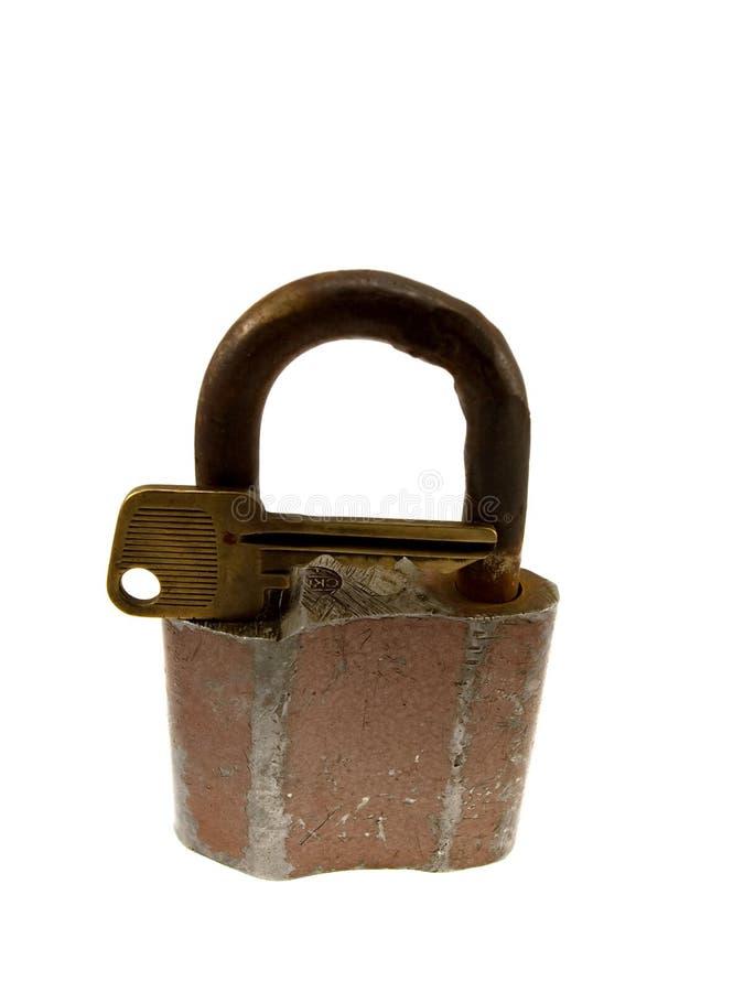 O fechamento articulado velho com uma chave imagens de stock