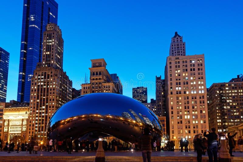 O feijão na noite, parque de Chicago do milênio, Chicago Illinois, EUA imagem de stock royalty free