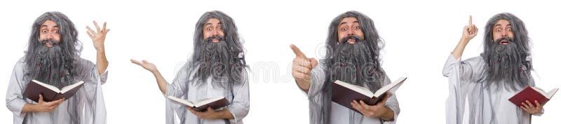 O feiticeiro idoso engraçado com livro foto de stock