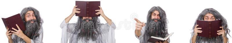 O feiticeiro idoso engra?ado com livro fotografia de stock