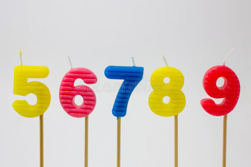 O feliz aniversario candles o número foto de stock