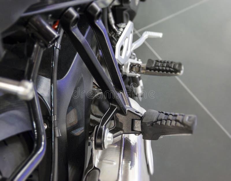 O fim acima do assento para pés da motocicleta imagens de stock