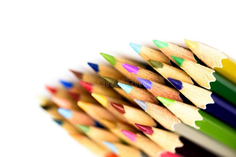 O fim acima do macro do lápis da cor ajustou-se no fundo branco fotos de stock royalty free