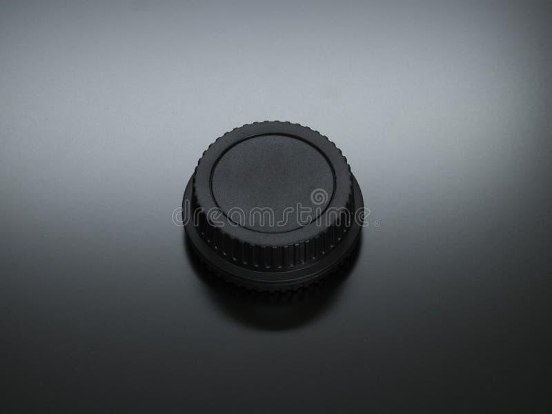 O fim acima do tampão plástico traseiro do lense com luminosidade reduzida foto de stock royalty free
