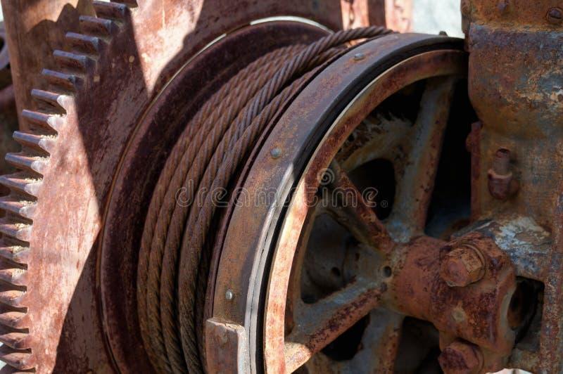 O fim acima do vintage velho Rusty Mining Equipment encontrou em Jerome Arizona imagem de stock