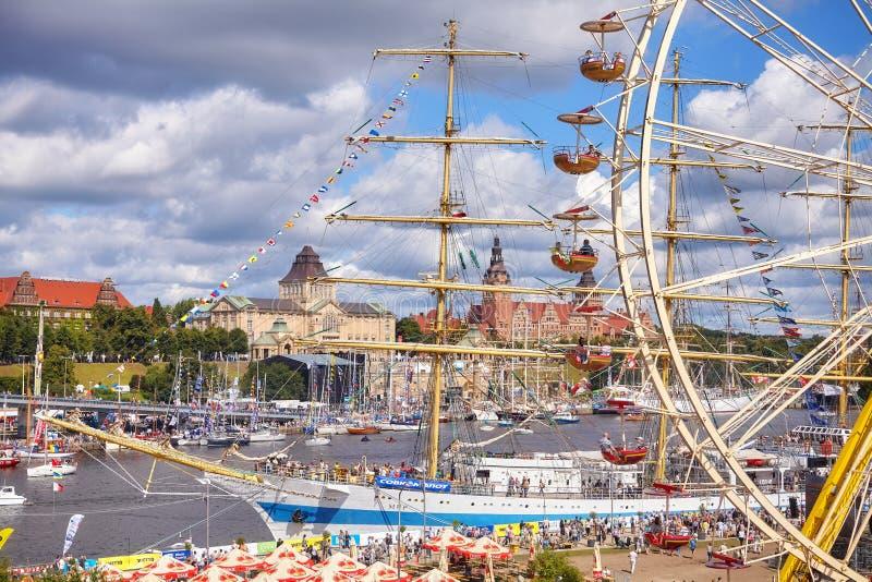 O final dos navios altos compete 2017 em Szczecin considerado da ilha de Lasztownia fotografia de stock