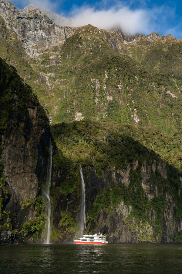 O fiord de Milford Sound Parque nacional de Fiordland fotografia de stock royalty free