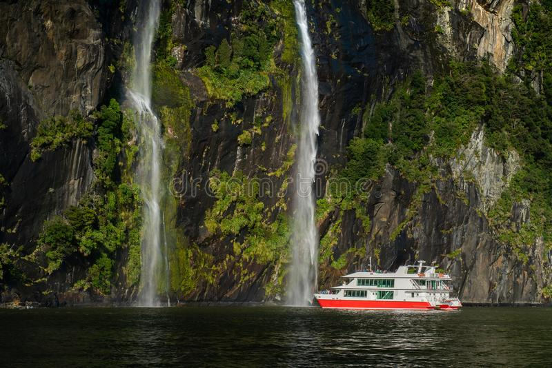 O fiord de Milford Sound, parque nacional de Fiordland fotos de stock royalty free